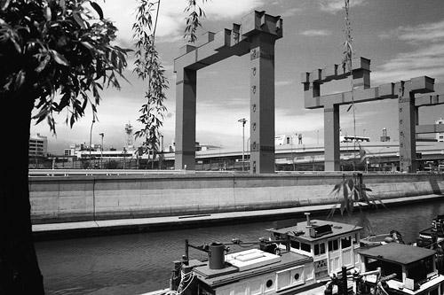 JR根岸線石川町駅前から (1984)
