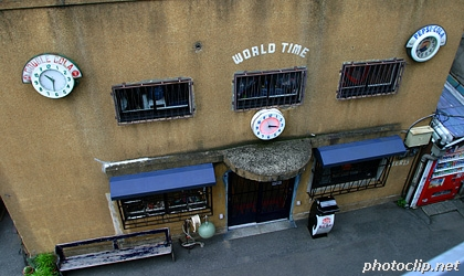 「WORLD TIME」お店の正面