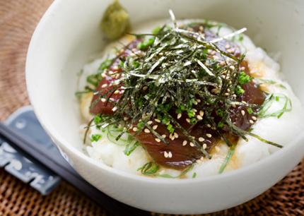 今日のお昼は「マグロの漬け丼」