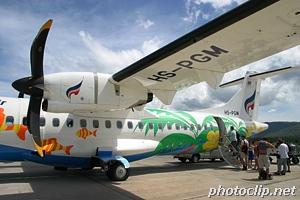 サムイ島で旅客機着陸失敗、旧管制ビルに衝突