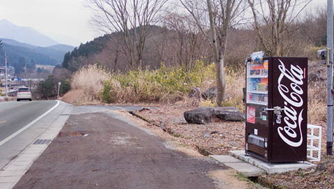 景観を意識した違和感があるコカコーラ自販機