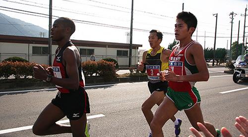左からペースメーカー、バトオチル選手、川内選手