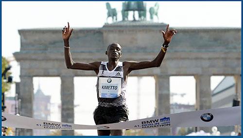 デニス・キメット(ケニア)が2時間2分57秒の世界新で優勝