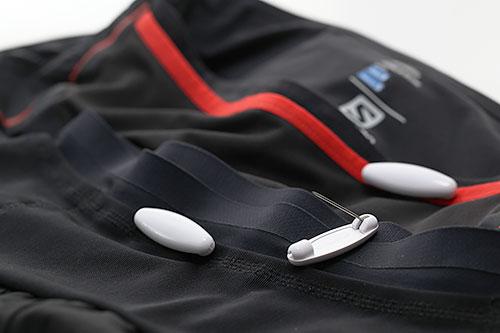 腰まわりに複数のポケットがあるランニング用パンツは便利だけど冬はモノの出し入れにちょっと苦労する(結論)
