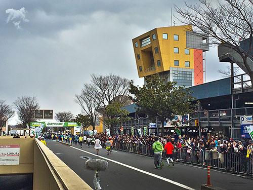 Finish - 右の建物は北九州国際会議場