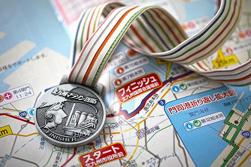 完走メダル - 北九州出身の漫画家、松本零士氏監修、リボンは小倉織