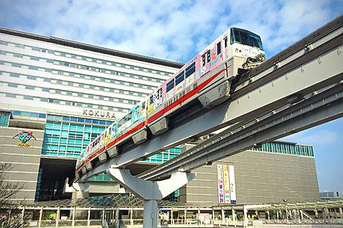 小倉駅とモノレール