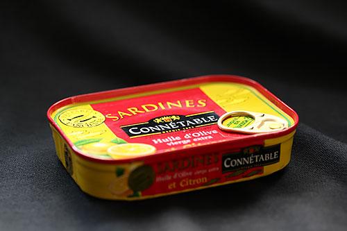 中に油が入っている缶詰はホントにロウソクになるのか?