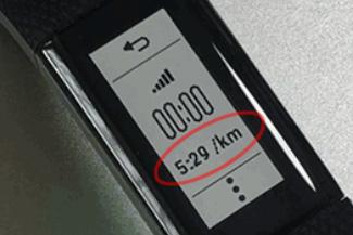 VSHR+本体には1kmあたりのペースで表示される