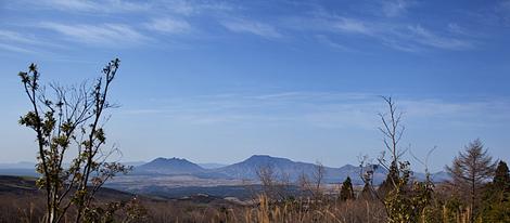 左から根子岳(1433m)、高岳(1592m)、中岳(1506m)、烏帽子岳(1377m)、杵島岳(1326m)